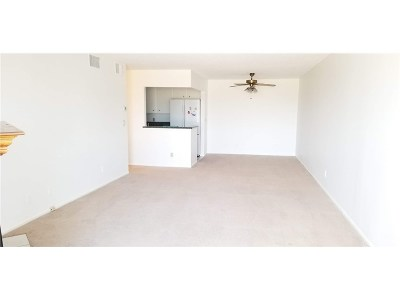 Valley Village CA Condo/Townhouse For Sale: $375,000