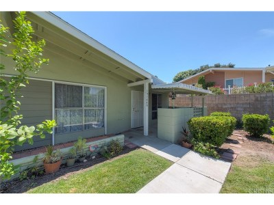 Newhall Condo/Townhouse For Sale: 19144 Avenue Of The Oaks #A