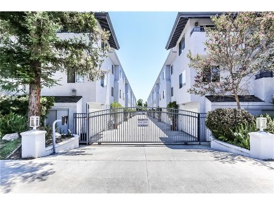 Northridge Condo/Townhouse For Sale: 17736 Superior Street #3