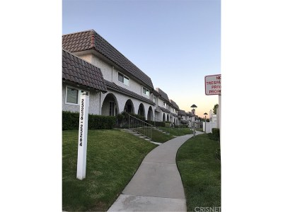 Newhall Condo/Townhouse For Sale: 25238 Avenida Dorena