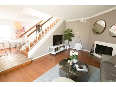 Tarzana Condo/Townhouse For Sale: 18411 Hatteras Street #216