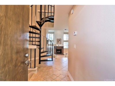 Simi Valley Condo/Townhouse For Sale: 3330 Darby Street #411