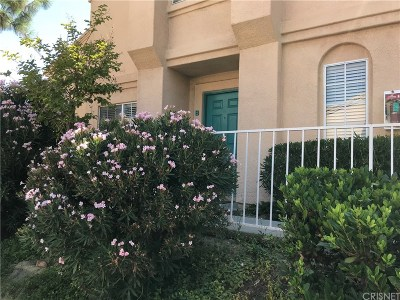 Newhall Condo/Townhouse For Sale: 18814 Vista Del Canon #B