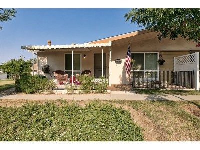Newhall Condo/Townhouse For Sale: 26714 Oak Crossing Road #D