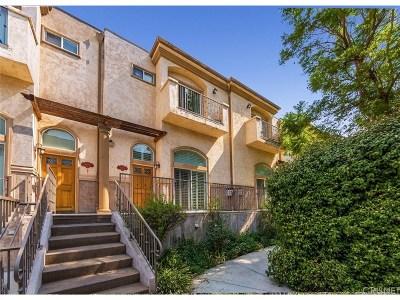 Northridge Condo/Townhouse For Sale: 8832 Darby Avenue