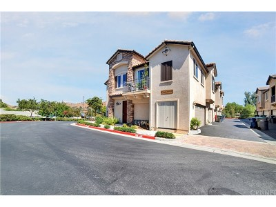 Canyon Country Condo/Townhouse For Sale: 27960 Avalon Drive