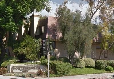 Northridge Condo/Townhouse For Sale: 9000 Vanalden #102