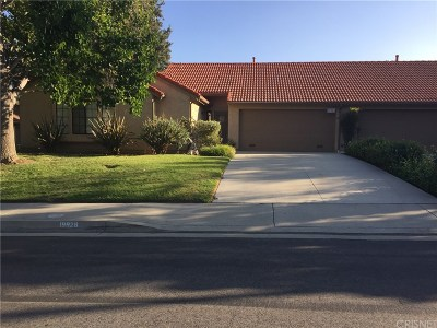 Newhall Condo/Townhouse For Sale: 19928 Avenue Of The Oaks