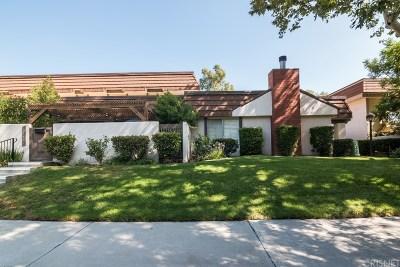 Chatsworth Condo/Townhouse For Sale: 10447 Larwin Avenue #3