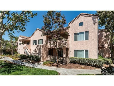 Newhall Condo/Townhouse For Sale: 24436 Valle Del Oro #101