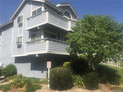 Canyon Country Condo/Townhouse For Sale: 20342 Fanchon Lane #125