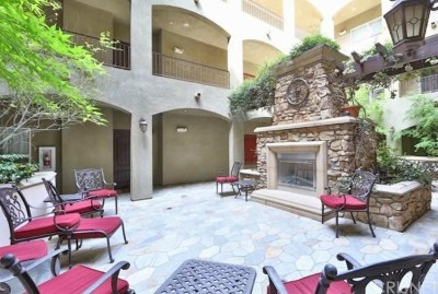 Sherman Oaks Condo/Townhouse For Sale: 13200 Moorpark Street #104