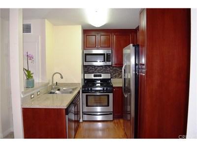 Woodland Hills Condo/Townhouse For Sale: 5545 Canoga Avenue #311