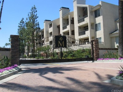 Woodland Hills Condo/Townhouse For Sale: 5520 Owensmouth Avenue #320