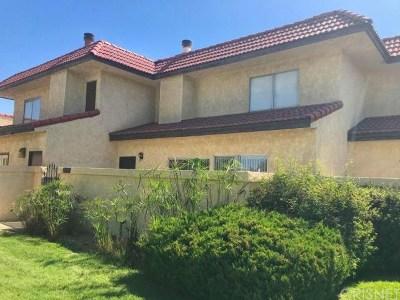 Lancaster Condo/Townhouse For Sale: 2117 El Domingo Circle #24