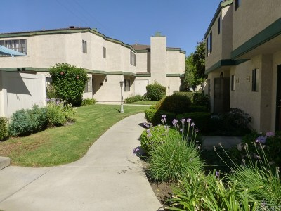 Northridge Condo/Townhouse For Sale: 19654 Roscoe Boulevard #D