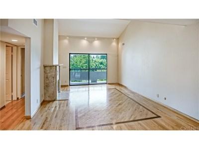 Woodland Hills Condo/Townhouse For Sale: 21650 Burbank Boulevard #305