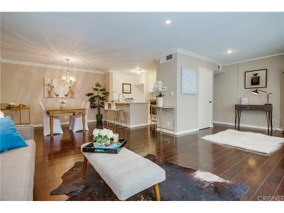 Tarzana Condo/Townhouse For Sale: 18645 Hatteras Street #143