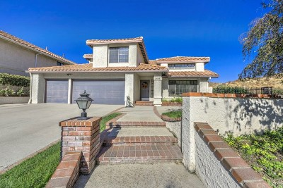 Newhall Single Family Home For Sale: 24304 Creekside Drive
