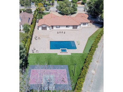 Woodland Hills Single Family Home For Sale: 23030 Collins Street