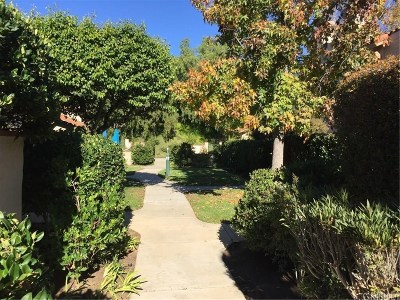 Simi Valley Condo/Townhouse For Sale: 428 Country Club Drive #B