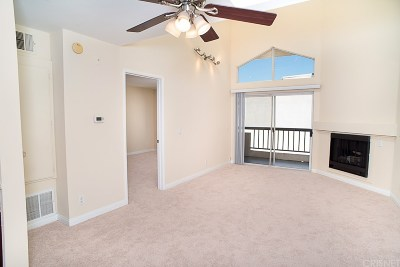 Woodland Hills Condo/Townhouse For Sale: 5525 Canoga Avenue #314