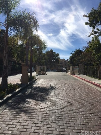 Newhall Condo/Townhouse For Sale: 19808 Sandpiper Place #4