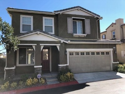 Newhall Single Family Home For Sale: 26014 Cayman Place