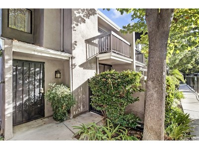 West Hills Condo/Townhouse For Sale: 23541 Victory Boulevard #1