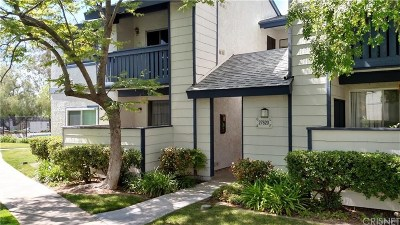 Saugus Condo/Townhouse For Sale: 27620 Susan Beth Way #G