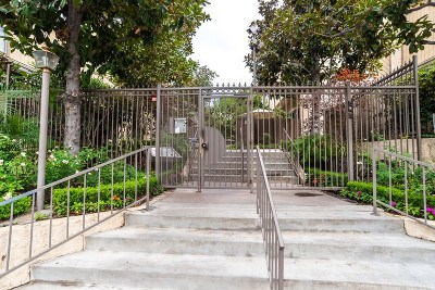 Van Nuys Condo/Townhouse For Sale: 15051 Sherman Way #E