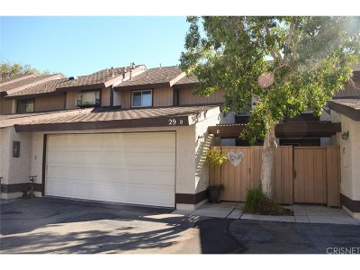 Newhall Condo/Townhouse For Sale: 24829 Apple Street #D