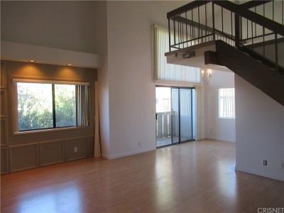 Tarzana Condo/Townhouse For Sale: 18445 Hatteras Street #402