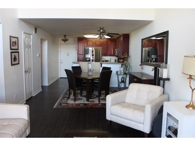 Woodland Hills Condo/Townhouse For Sale: 5550 Owensmouth Avenue #317