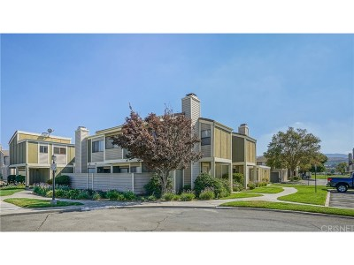 Canyon Country Condo/Townhouse For Sale: 27066 Crossglade Avenue #5