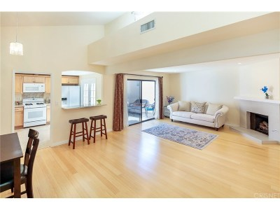 Canoga Park Condo/Townhouse For Sale: 8554 De Soto Avenue #43