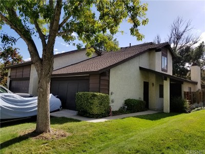 Canyon Country Condo/Townhouse For Sale: 16910 Shinedale Drive