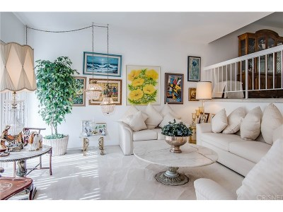 Tarzana Condo/Townhouse Active Under Contract: 18419 Collins Street #D