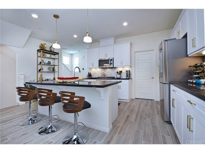 Chatsworth Condo/Townhouse For Sale: 9128 Foster Lane