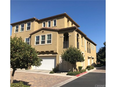 Valencia Condo/Townhouse For Sale: 27018 Fairway Lane