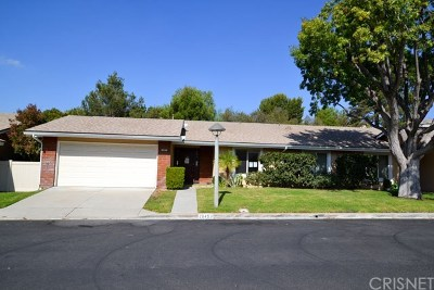 Newhall Condo/Townhouse For Sale: 26493 Fairway Circle