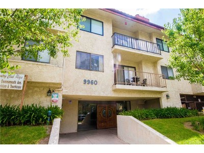 Chatsworth Condo/Townhouse For Sale: 9960 Owensmouth Avenue #10