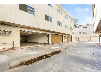Van Nuys Condo/Townhouse Active Under Contract: 7439 Woodman Avenue #26