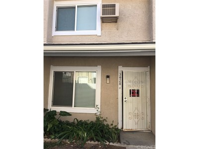 Simi Valley Condo/Townhouse For Sale: 3428 Lockwood Court #11
