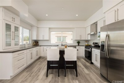 Panorama City Single Family Home Active Under Contract: 9237 Wakefield Avenue #6