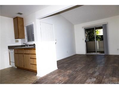 Chatsworth Condo/Townhouse For Sale: 10233 De Soto Avenue #G