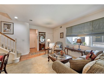 Saugus Condo/Townhouse For Sale: 28380 Santa Rosa Lane