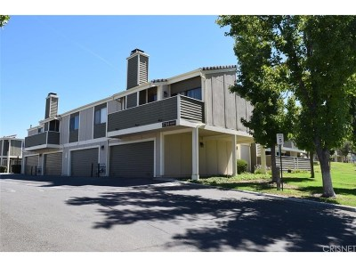 Canyon Country Condo/Townhouse For Sale: 27104 Hidaway Avenue #2