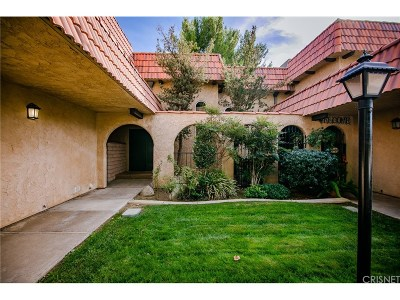 Palmdale Condo/Townhouse For Sale: 228 Shirley Lane