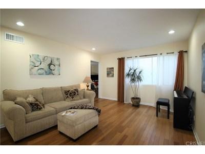 Tarzana Condo/Townhouse For Sale: 18611 Collins Street #E35